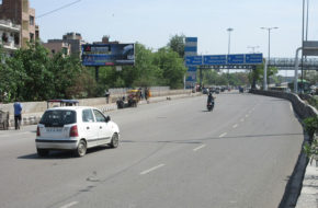 Seelampur-Bus-Stop-GT-Road